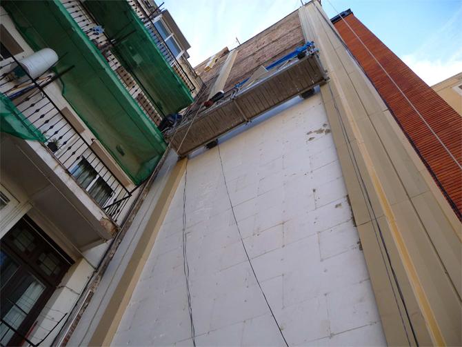 Aislamiento-integral-fachada-lateral-en-Barcelona-3