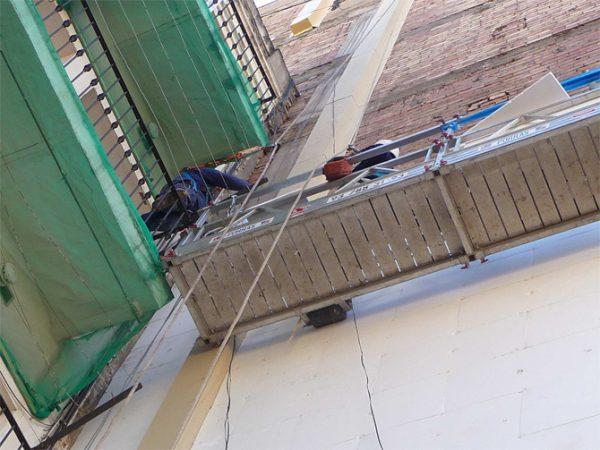 Aislamiento integral fachada lateral C/ Valencia de Barcelona
