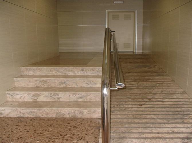 Rehabilitacion-integral-interior-vestibulo-16