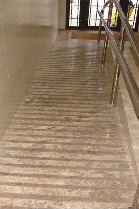 Rehabilitacion-integral-interior-vestibulo-9-450x675