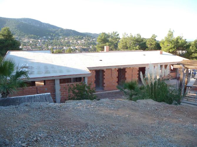 Cubierta bajo teja en urbanización de Vallirana