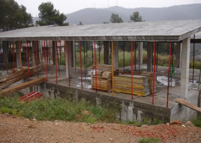 Muro-de-contencion-edificacion-Vallirana-1-min